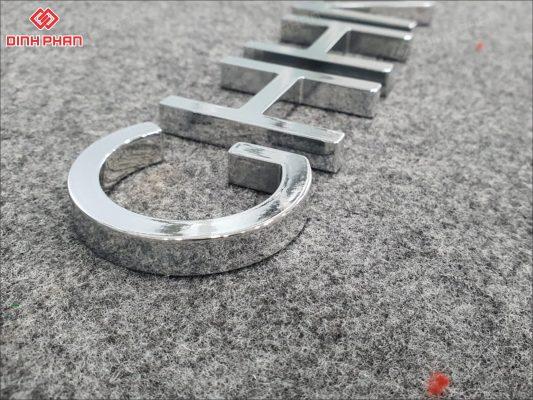 bảng hiệu đẹp - chữ mica mạ crom