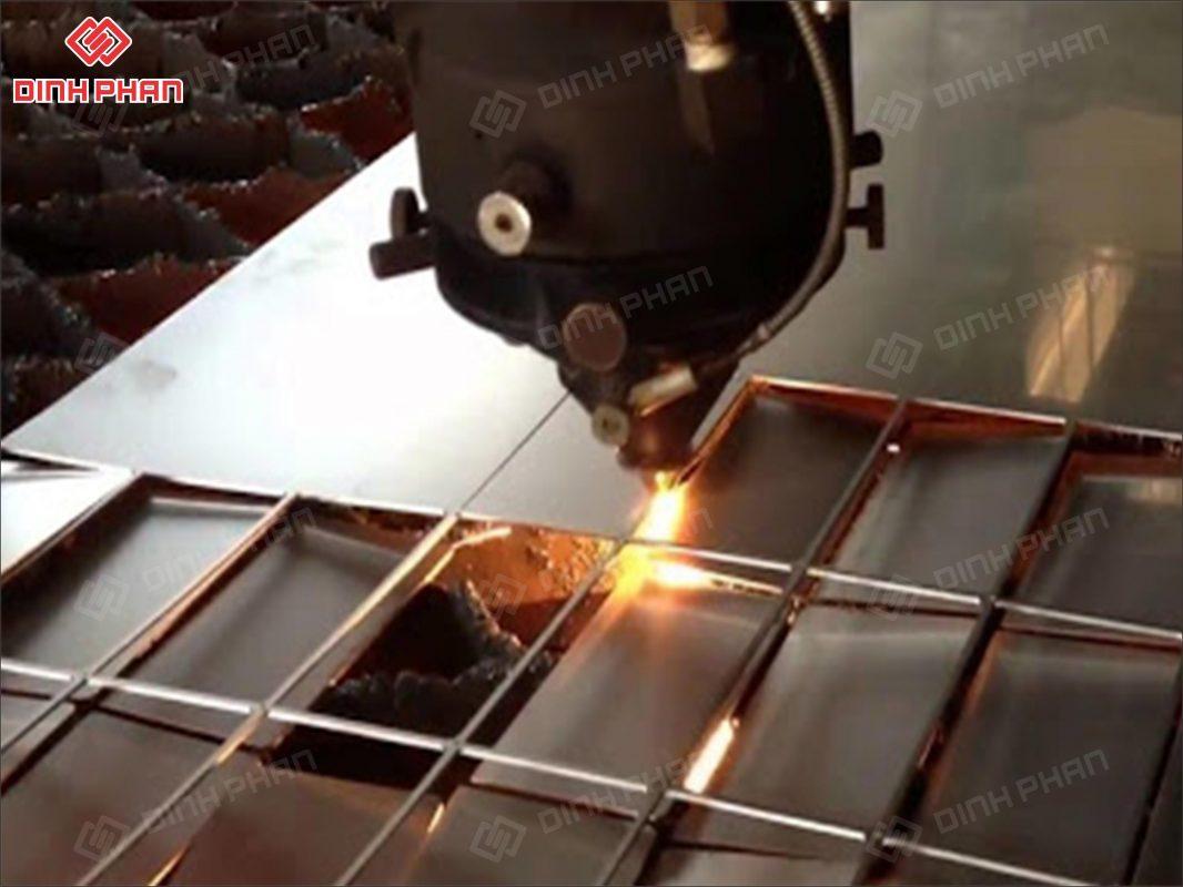 gia công kim loại tấm - cắt laser