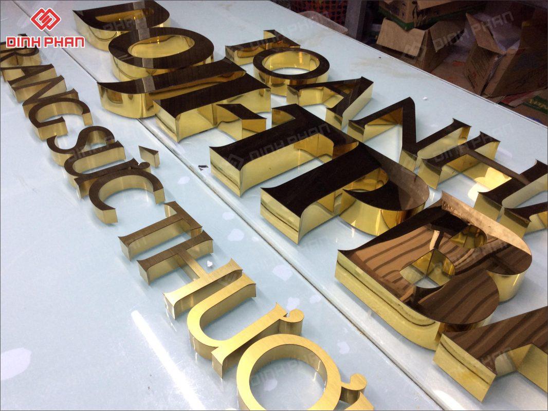 làm bảng hiệu chữ nổi - gia công chữ inox vàng gương