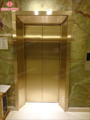 bào chấn inox ốp thang máy
